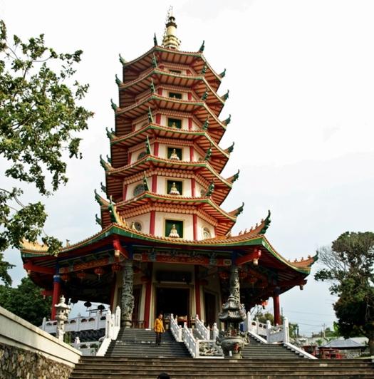 - Pagoda Avalokitesvara, Vihara Buddhagaya Watugong, Semarang -